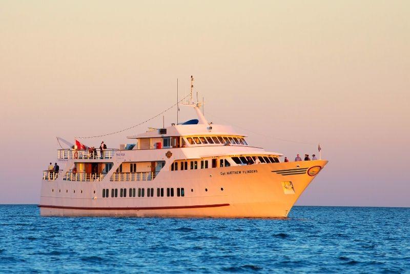 sunset dinner cruise in Toronto
