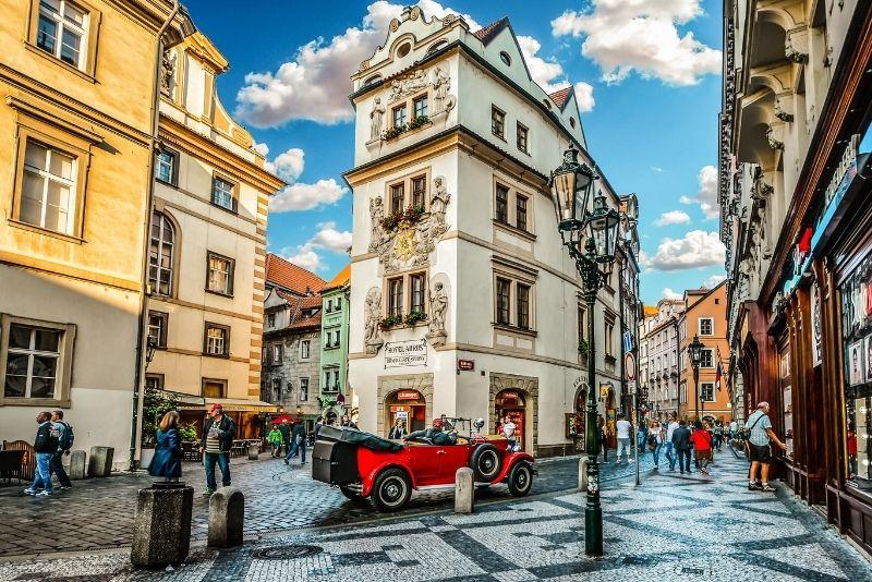 recorridos en coches de época en Praga