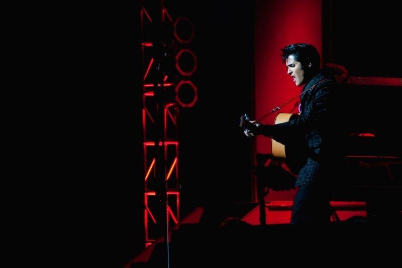Legends in Concert show in Myrtle Beach