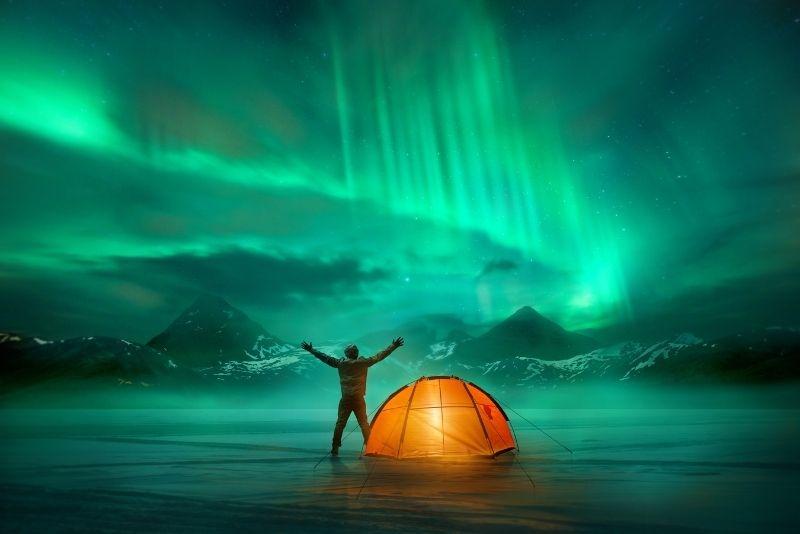 Camping unter dem Nordlicht, Island