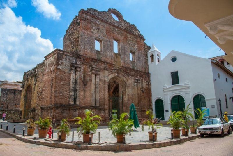 El Arco Chato, Panama City