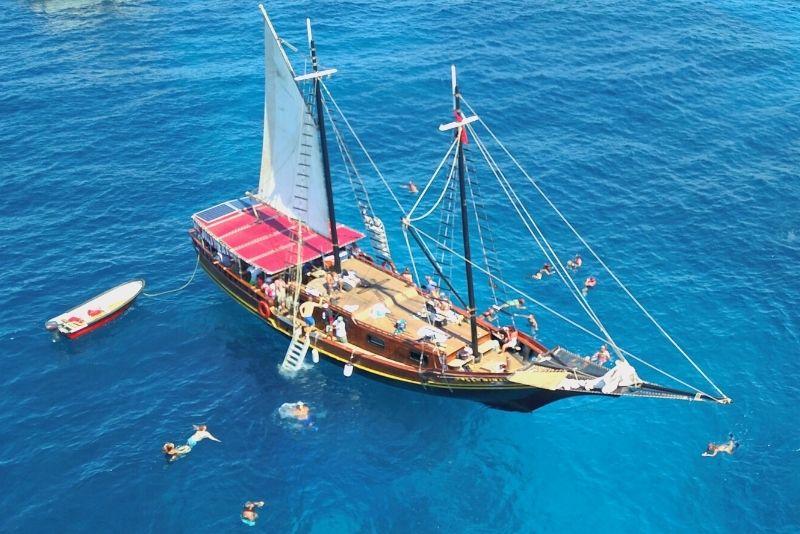 pirate ship sail in Aruba