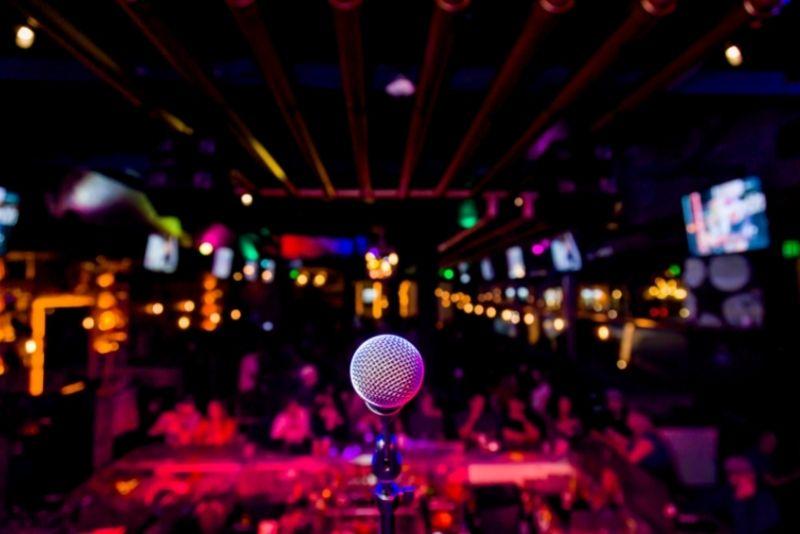 comedy clubs in Manhattan